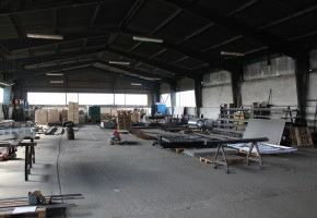 Prevádzkový objekt – hala v priemyselnej časti – zabehnutá firma so zámočníckou výrobou  – PREDAJ !!!